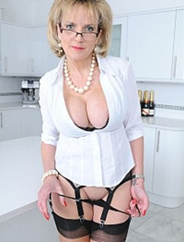 naughty-lady-sonia-stripping-in-the-kitchen