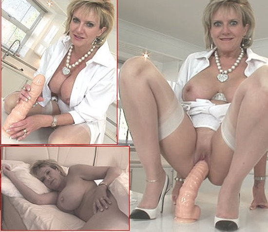 lady-sonia-playing-with-a-huge-dildo