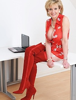 lady-sonia-posing-in-her-red-dress